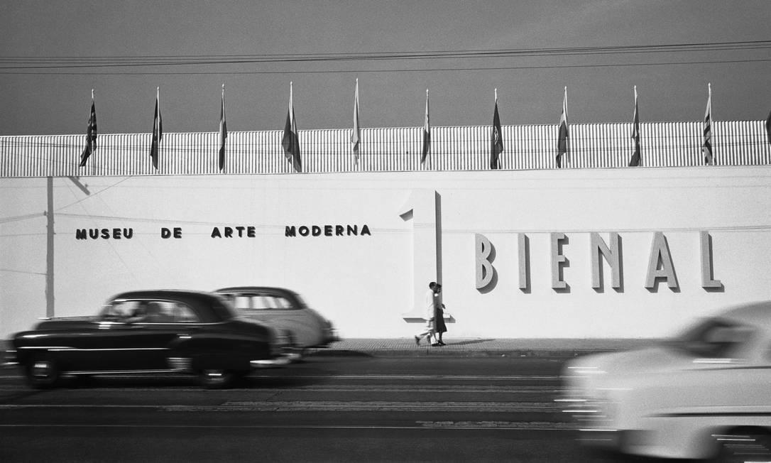 Pavilhão da i Bienal do Museu de Arte Moderna de São Paulo, 1951. Foto: Peter Scheier / Acervo Instituto Moreira Salles