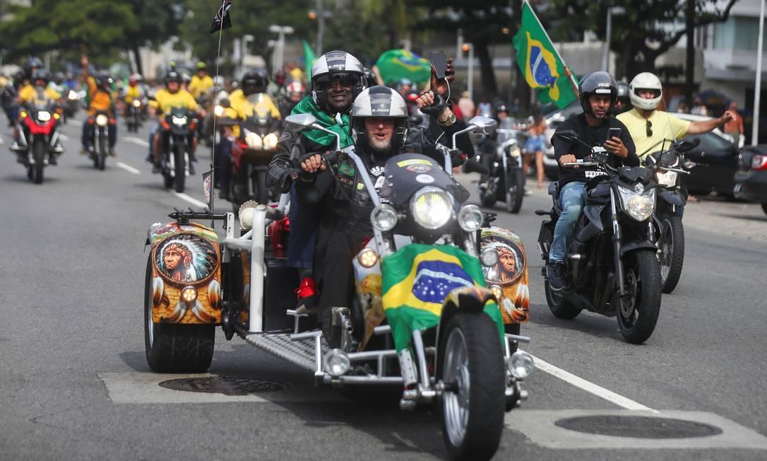Apoiadores de Bolsonaro participam de carreata, em meio à pandemia de COVID-19, no Rio de Janeiro Foto: PILAR OLIVARES / REUTERS