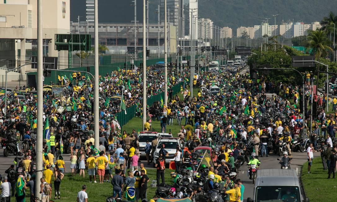 """Concentração, na Barra da Tijuca, da """"motociata"""" promovida pelo presidente Jair Bolsonaro Foto: Brenno Carvalho / Agência O Globo"""