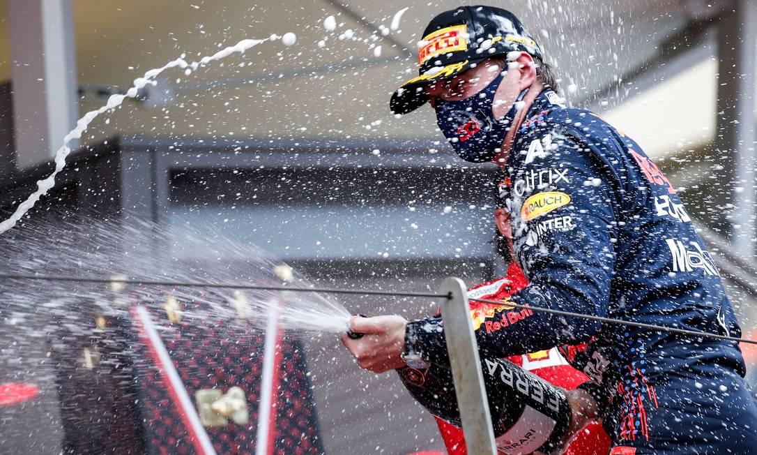 Max Verstappen celebra vitória em Monaco Foto: SEBASTIEN NOGIER / AFP