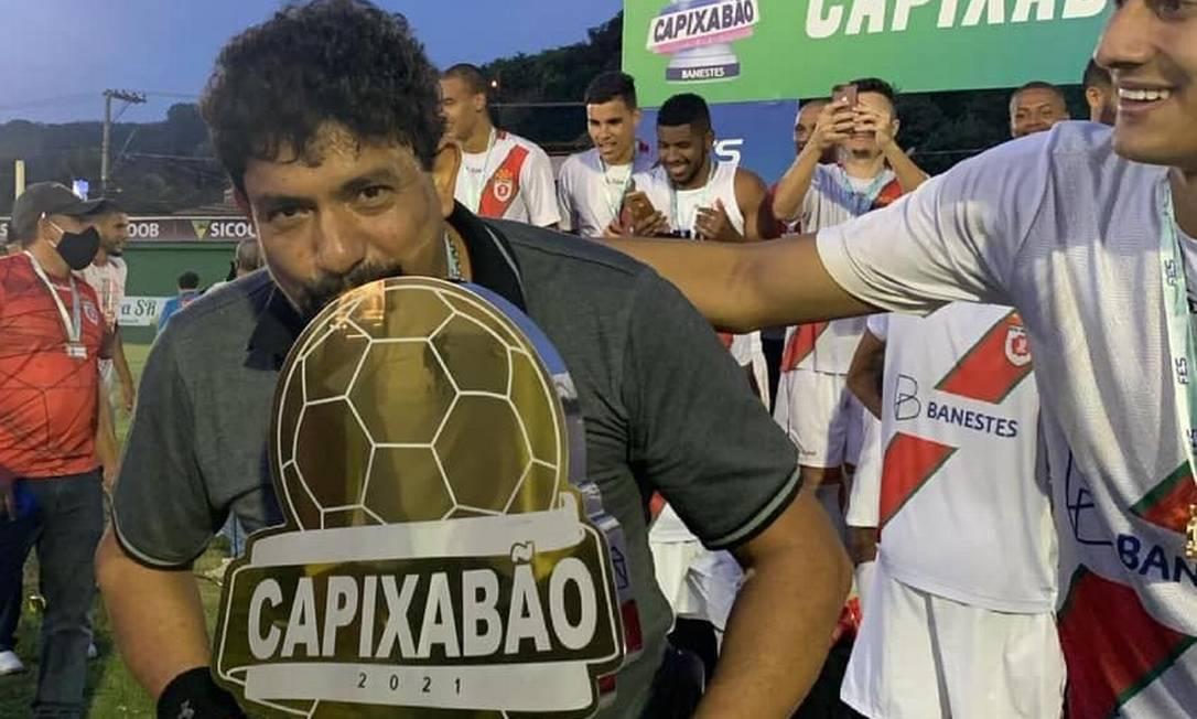 Flaris Olímpio da Rocha comemora o título de campeão capixaba Foto: Divulgação