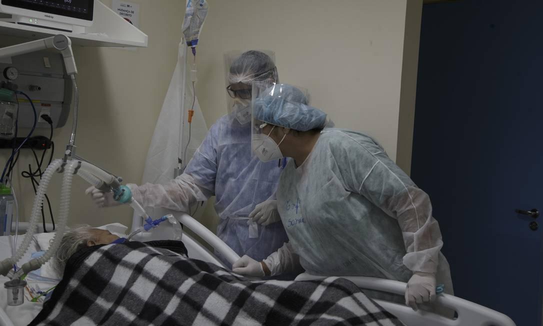 Atendimento de pacientes com Covid-19 no Hospital Municipal Ronaldo Gazolla, referência no Rio para a doença Foto: Márcia Foletto / Agência O Globo