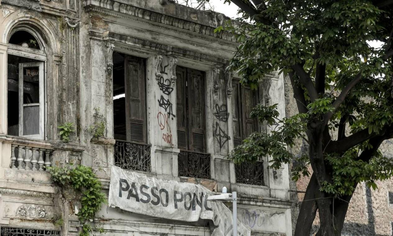 Sobrados na Rua Mem de Sá, nos arredores dos Arcos da Lapa Foto: Gabriel de Paiva / Agência O Globo