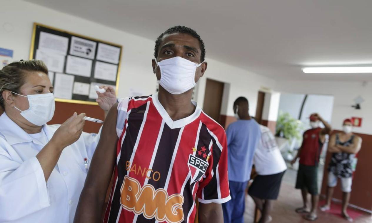 É o primeiro dia que o grupo é vacinado na cidade do Rio Foto: Marcia Foletto / Agência O Globo