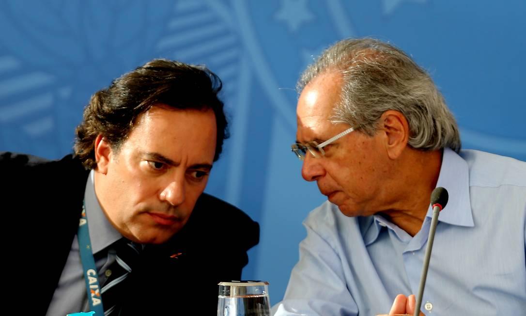 O ministro da Economia, Paulo Guedes, e o presidente da Caixa Econômica Federal, Pedro Guimarães, no Palácio do Planalto Foto: Jorge William / Agência O Globo/03-04-2020