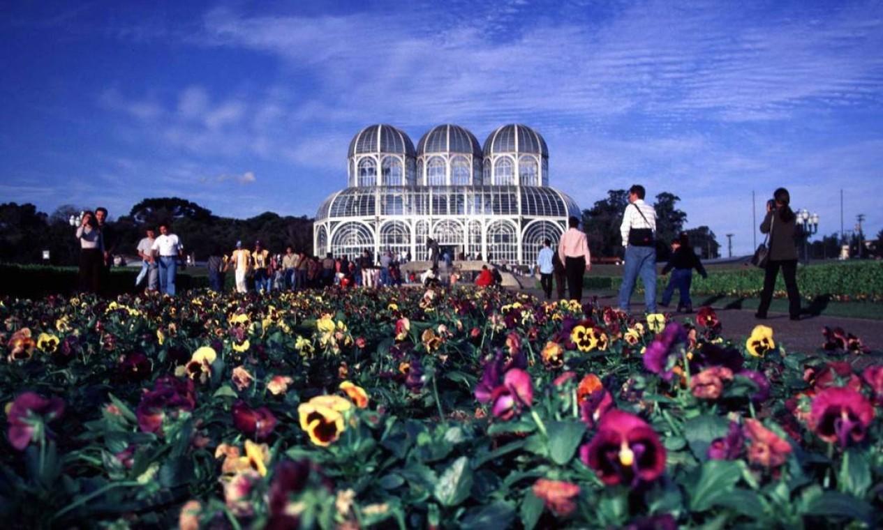 Jardim Botânico. O principal cartão-postal da capital paranaense é obra da terceira gestão de Jaime Lerner como prefeito de Curitiba, em 1991 Foto: Michel Willian