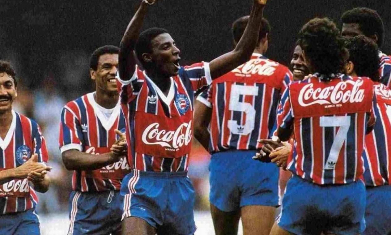 30º - BAHIA (1989) - Jogadores celebram vitória na segunda conquista do clube baiano na competição nacional. Foto: Site oficial do Bahia