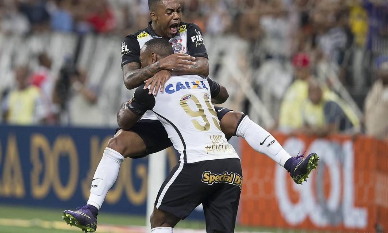 13º - CORINTHIANS (2015) - Jogadores do Corinthians em partida contra o Goiás. Foto: Daniel Augusto Jr. / Daniel Augusto Jr./ Ag. Corinthians