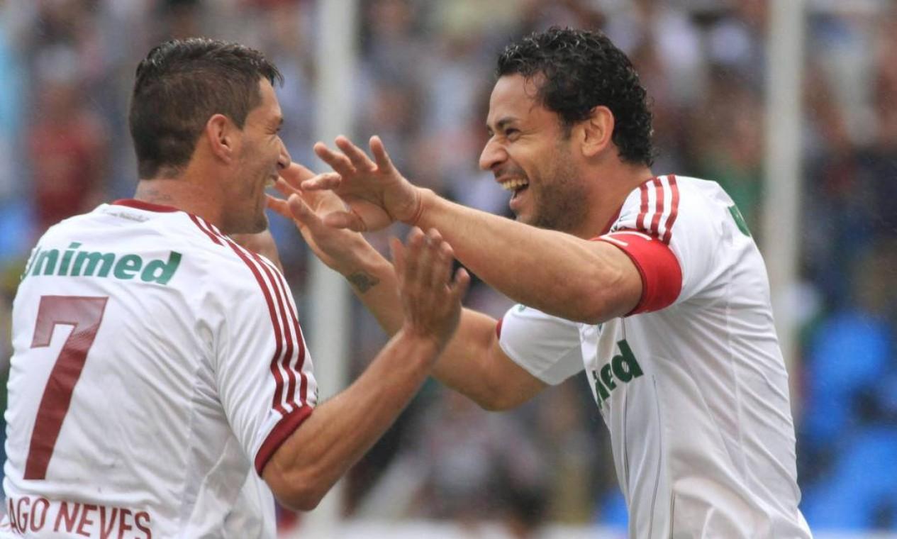 20º - FLUMINENSE (2012) - Thiago Neves e Fred comemoram mais uma conquista nacional. Foto: Ricardo Ayres/Photocamera