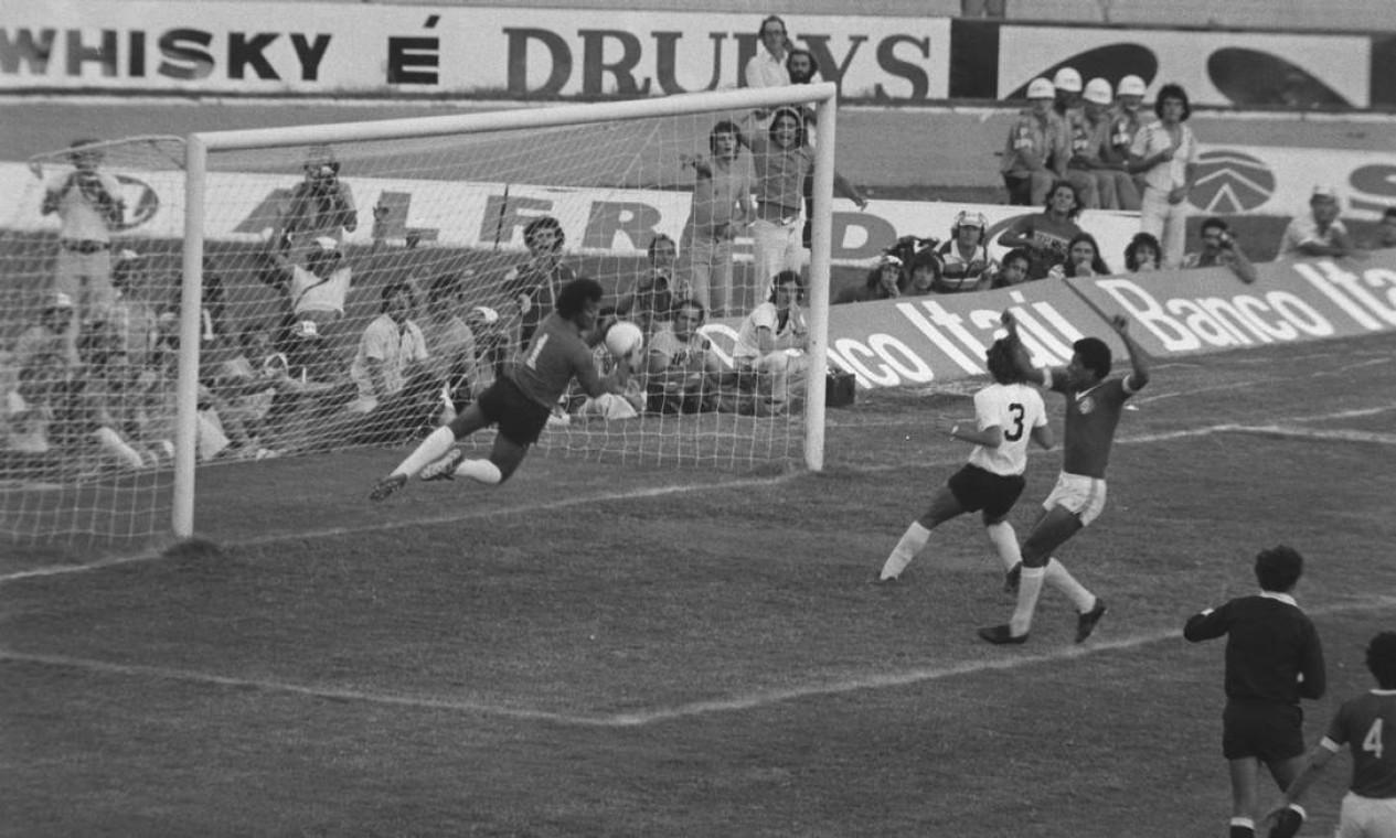 7º - INTERNACIONAL (1976) - Na decisão, Colocardo passou pelo Corinthians, no Beira-Rio. Foto: Arquivo/O Globo