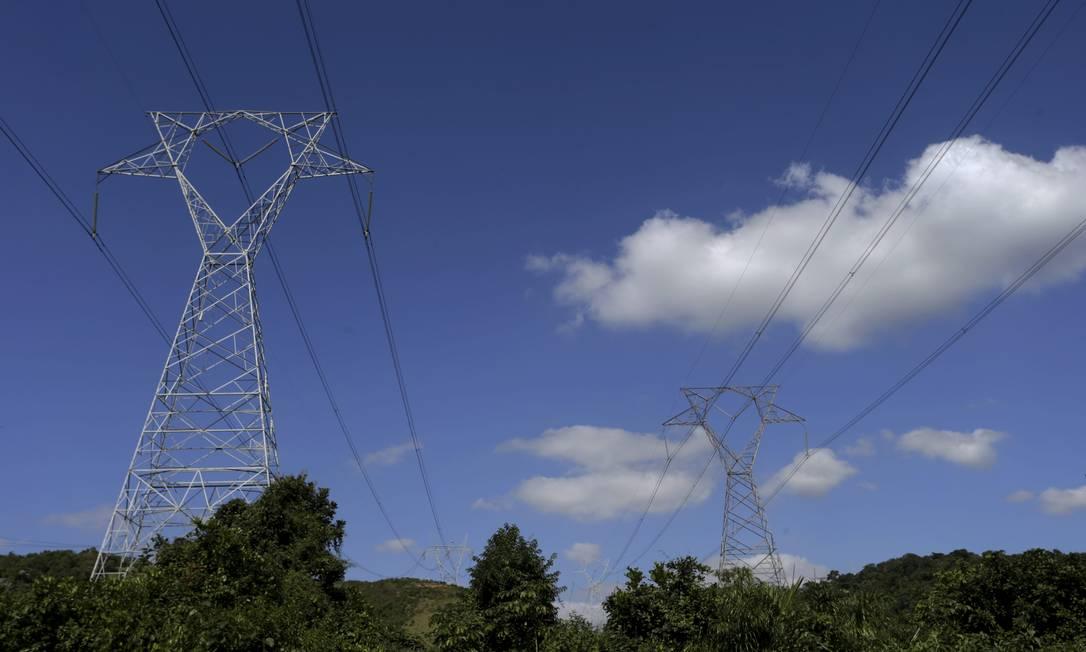Linhas de transmissão de energia elétrica no Rio Foto: Domingos Peixoto / Agência O Globo