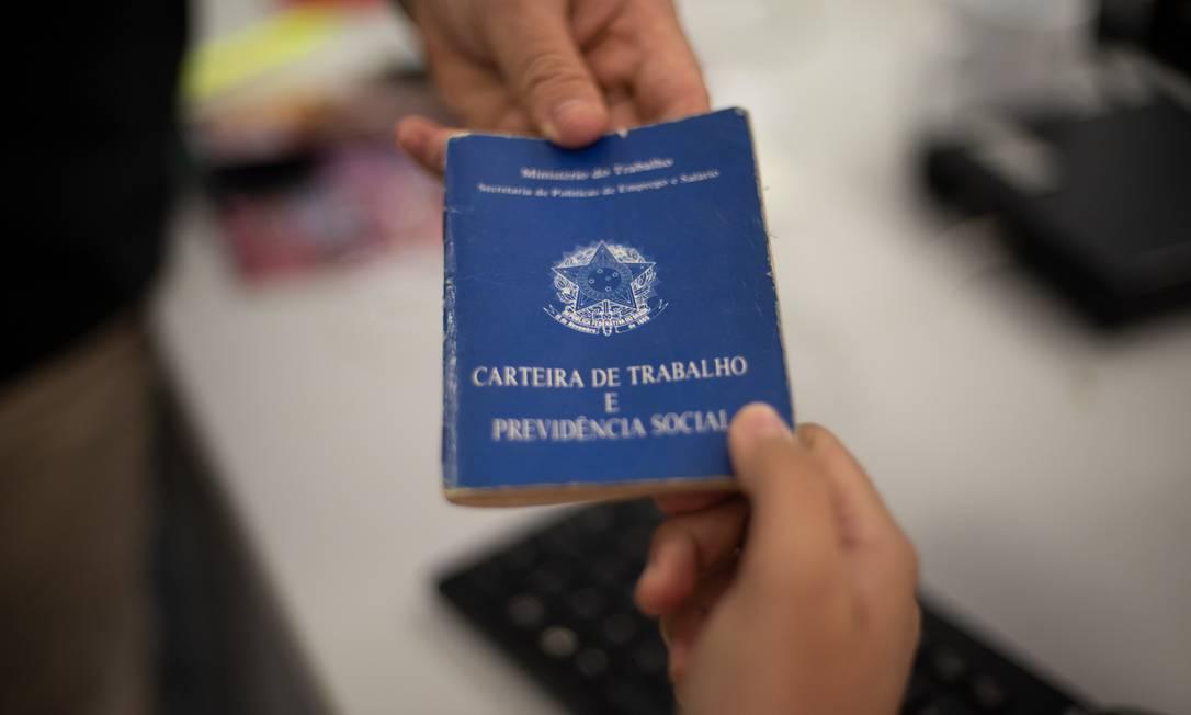 Carteria de trabalho. Lucro do FGTS será distribuído aos trabalhadores Foto: Governo do Ceará