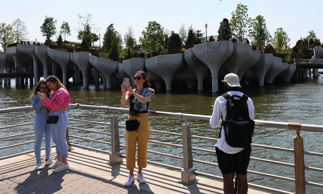 Il sito è pieno e la maggior parte dei visitatori non indossa maschere.  Foto: Michael M.  Santiago / Afp