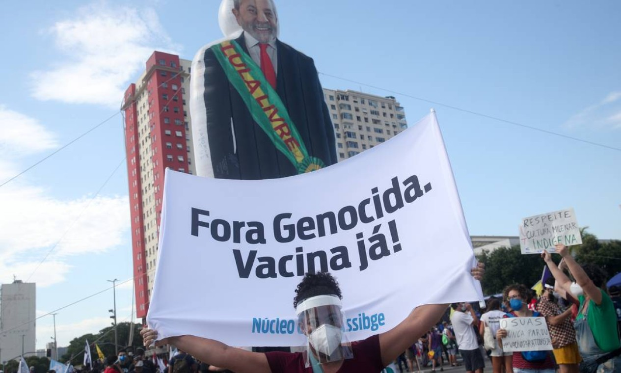 Protesto no Rio contou com boneco inflável do ex-presidente Luiz Inácio Lula da Silva Foto: Ricardo Moraes / Reuters