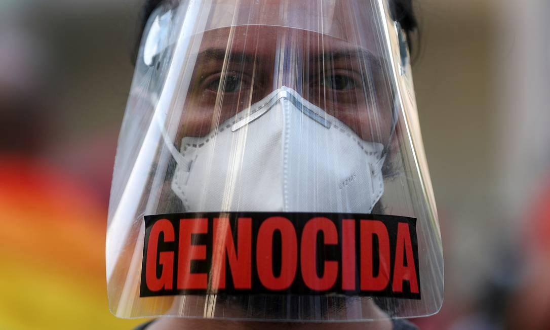 Máscaras de proteção facial foram também utilizadas para protestar contra o presidente Foto: PILAR OLIVARES / Reuters