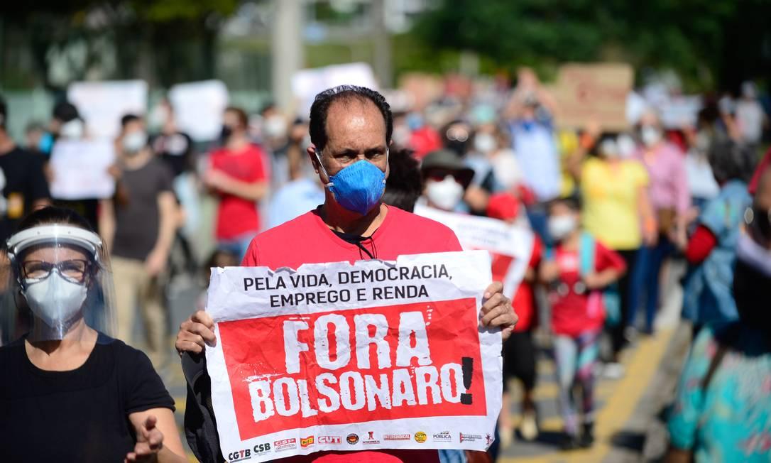 Em Florianópolis, Santa Catarina, o protesto ocorreu no Largo da Alfândega Foto: Eduardo Valente / Agência O Globo