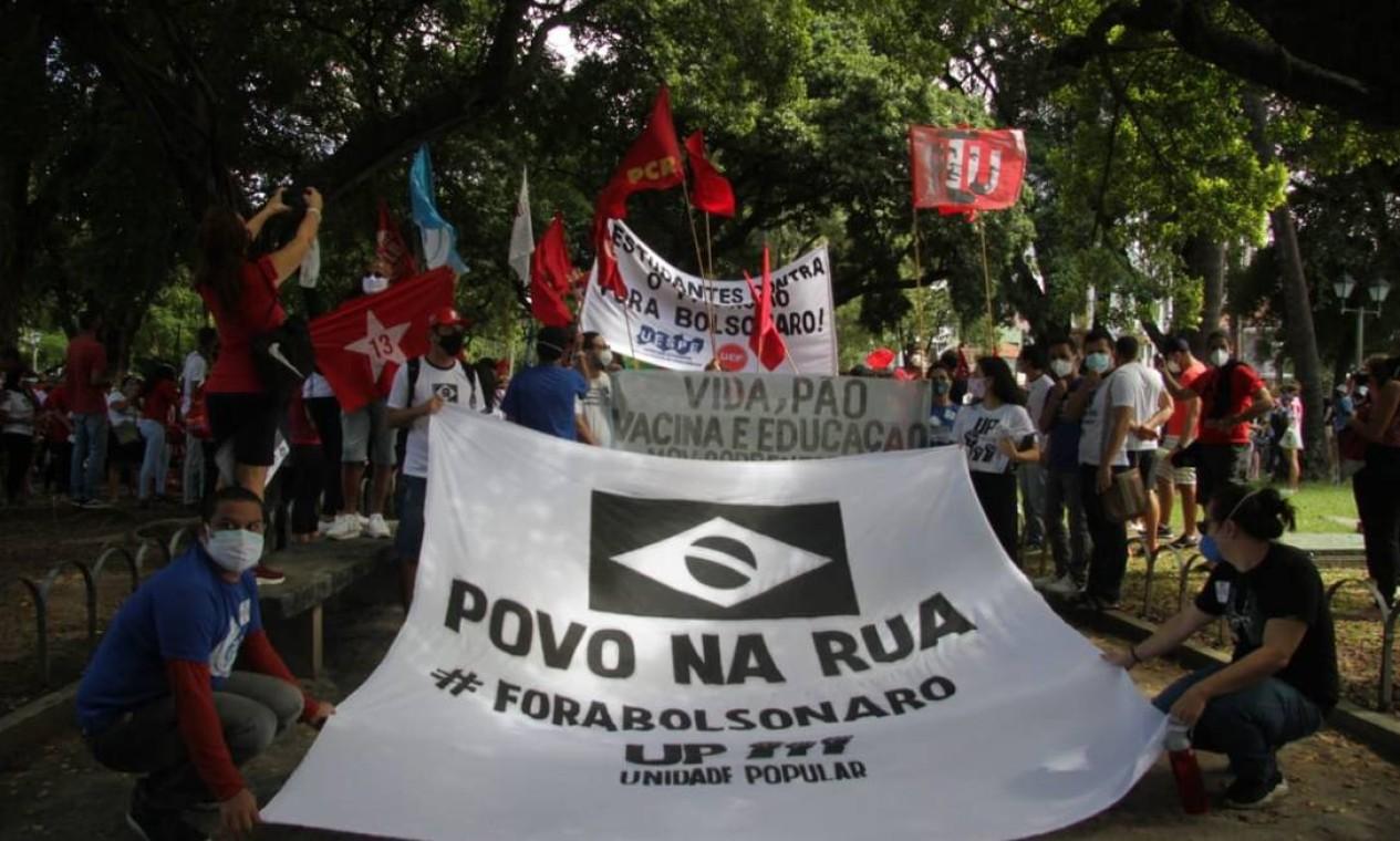 Passeata contra Bolsonaro, no bairro do Derby, no Recife Foto: Pedro De Paula / Agência O Globo