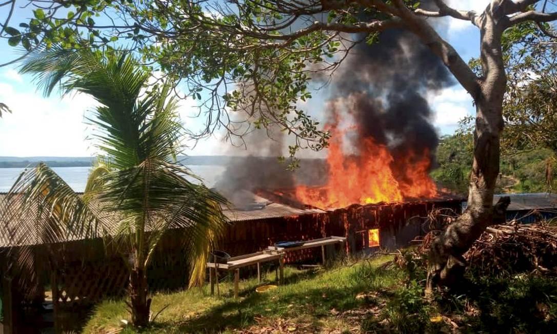 Casa do líder Munduruku foi incendiada por garimpeiros Foto: Maria Leusa / Amazonia Real