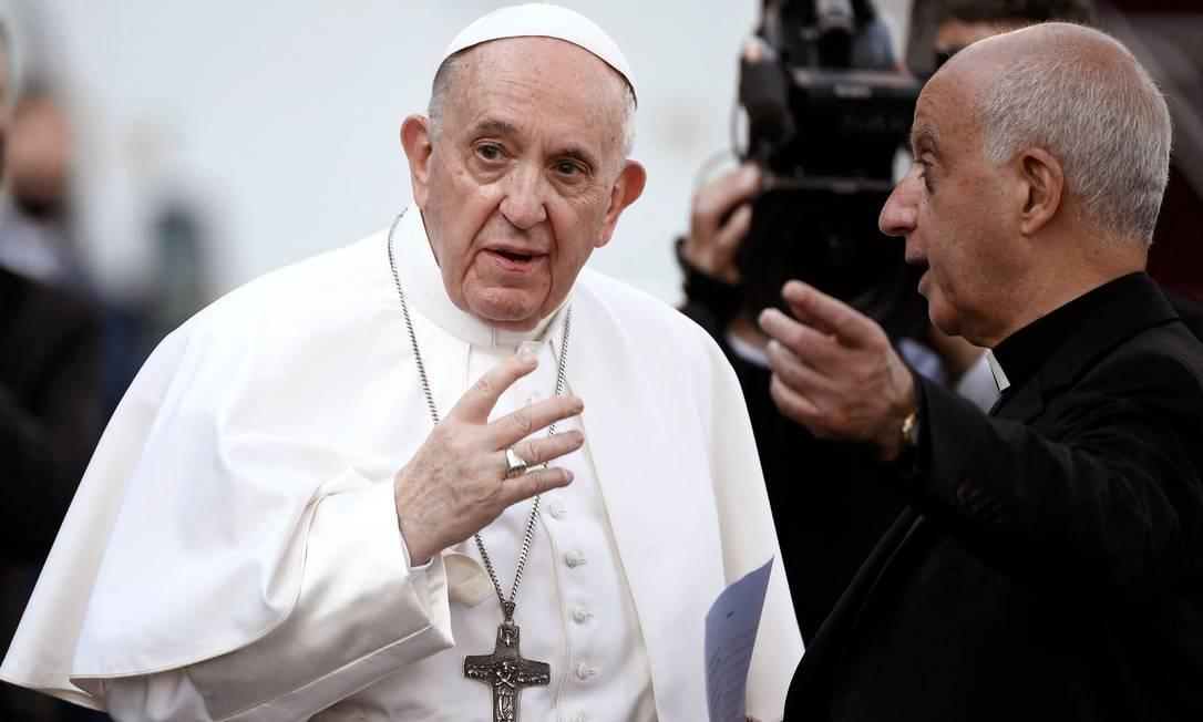 Papa Francisco chegando para liderar a última oração da maratona de oração global durante o mês de maio, rezando pelo fim da pandemia, nos jardins do Vaticano em 31 de maio de 2021 Foto: FILIPPO MONTEFORTE / AFP