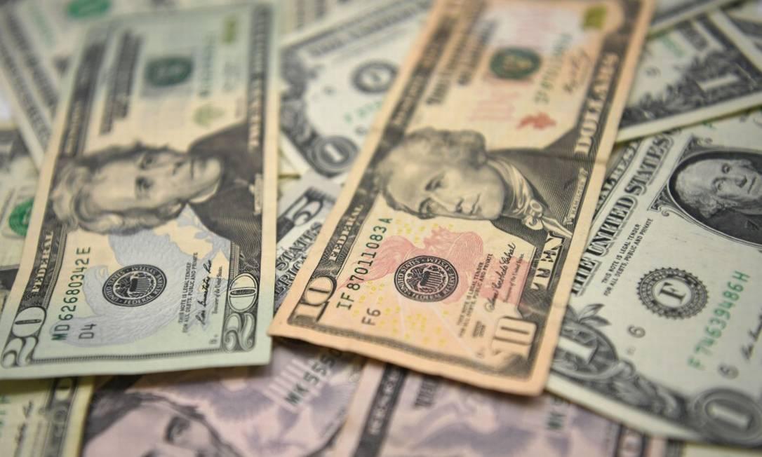 Dólar operava abaixo dos R$ 5,20, após resultado positivo do PIB. Foto: OZAN KOSE / AFP