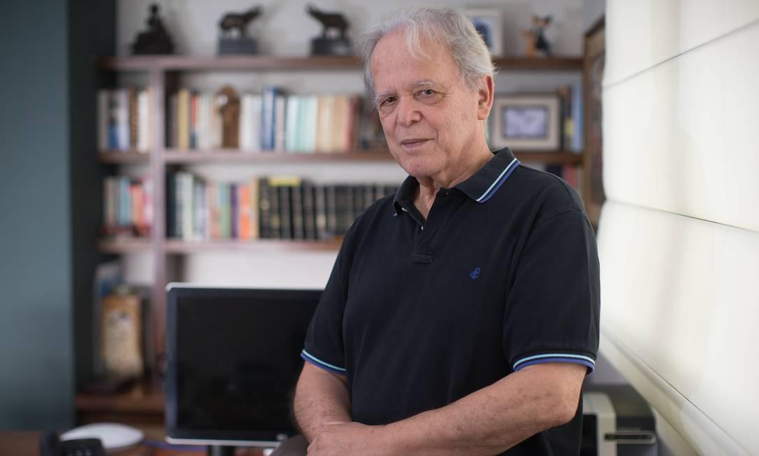 O economista e engenheiro Luiz Carlos Mendonça de Barros, ex-presidente do BNDES e ex-ministro das Comunicações Foto: Edilson Dantas / Agência O Globo/22-2-2019