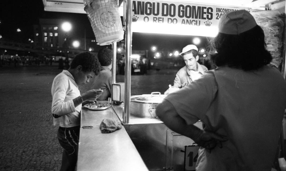 A barraca do Angu do Gomes: na Praça Quinze em 1979 Foto: Paulo Moreira / Agência O Globo