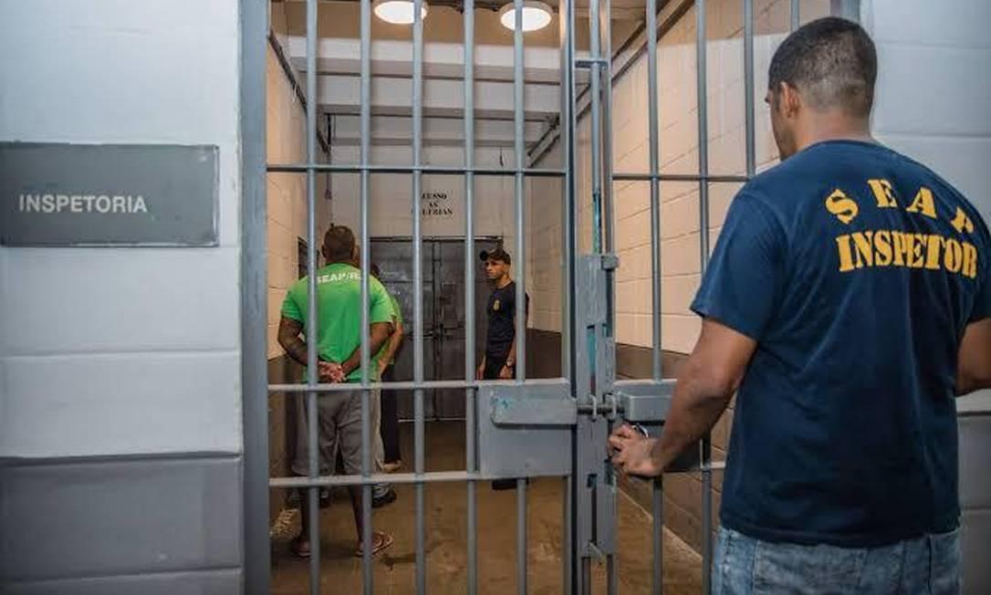 Inspetor da Seap em penitenciária no Rio Foto: Divulgação