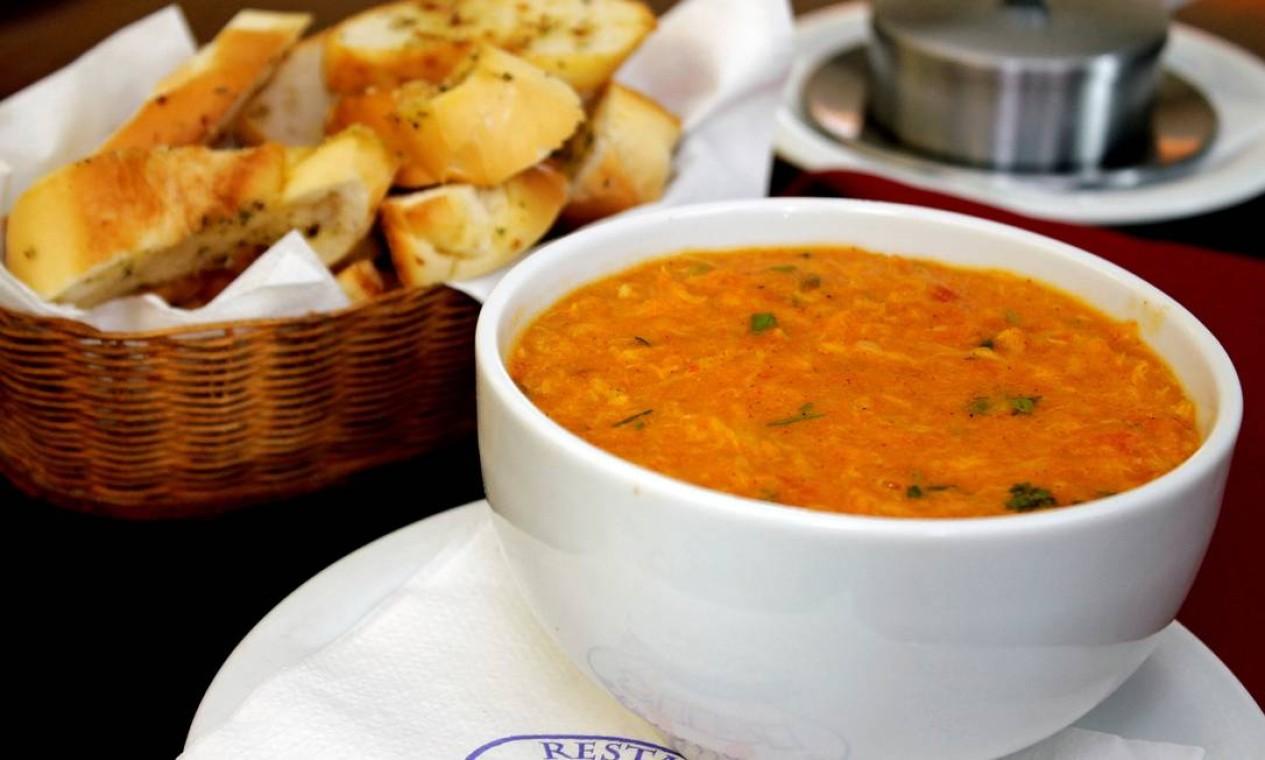 Jus ao nome. O Restaurante Siri (2610-6652) oferece a sopa do crustáceo por R$ 32,50 Foto: Divulgação/Adriano Gadini
