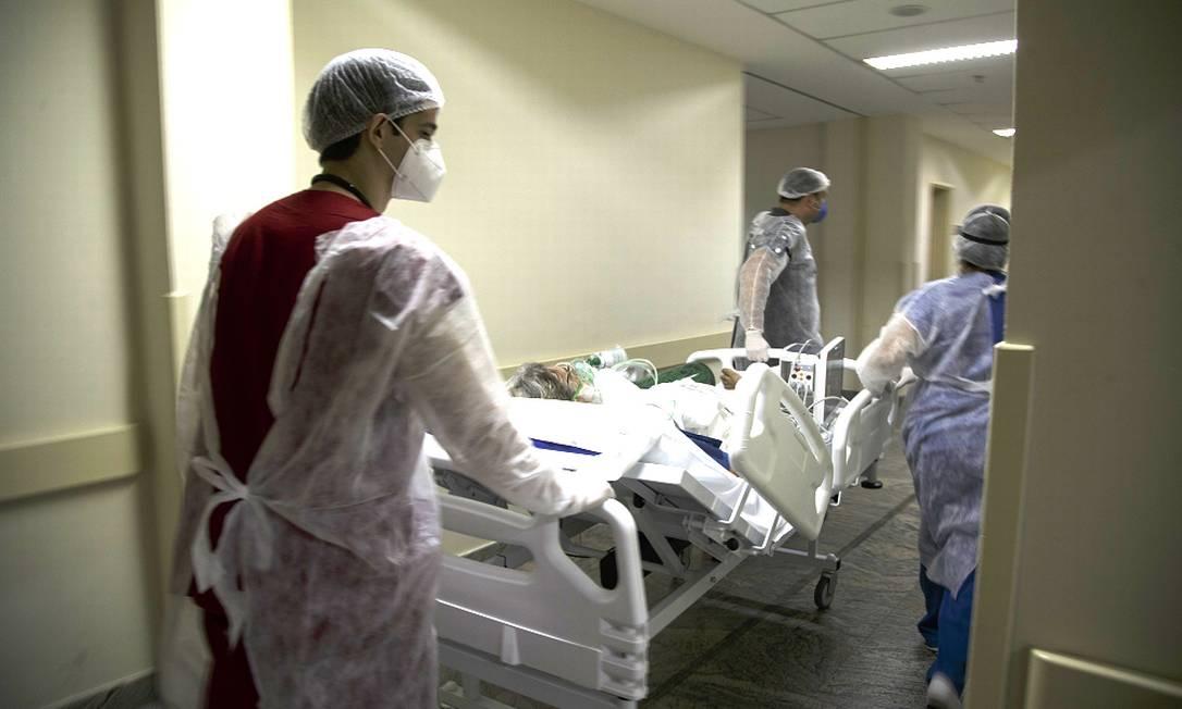 Atendimento de pacientes com Covid-19 no Hospital Municipal Ronaldo Gazolla, referência no Rio para a doença. Foto: Márcia Foletto / Agência O Globo