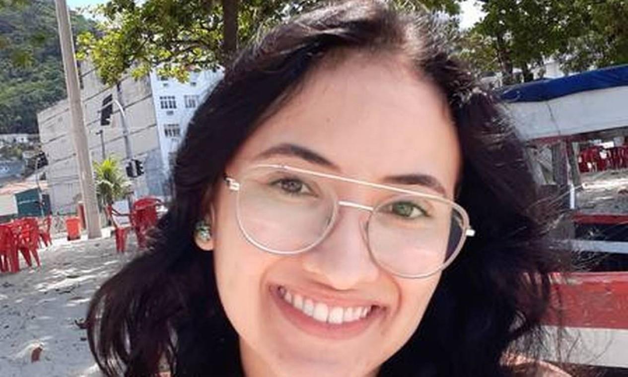 A estudante Vitória Melissa Mora completou 22 anos no último domingo. Ela foi atacada no meio da praça de alimentação de um shopping em Niterói Foto: Reprodução