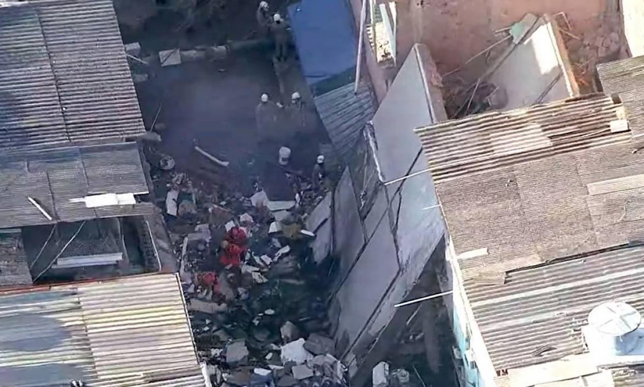 Outras três pessoas já foram socorridas e levadas para o Hospital Lourenço Jorge, na Barra Foto: Reprodução / TV Globo