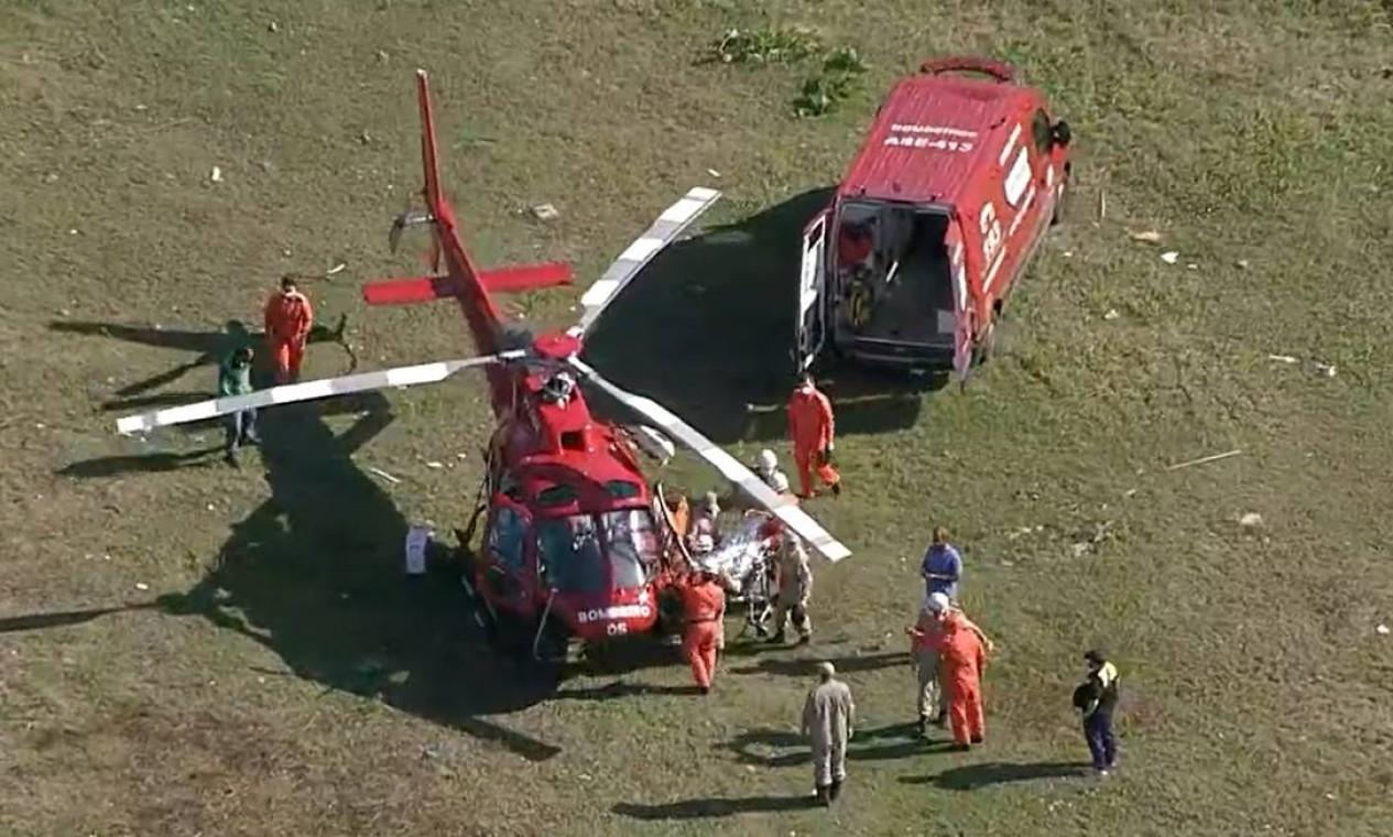 Kiara é levada de helicóptero para hospital após ser retirada dos destroços Foto: Reprodução / TV Globo