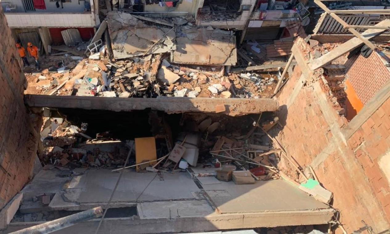 Prédio de quatro andares desabou na madrugada desta quinta-feira em Rio das Pedras, Zona Oeste do Rio. Um homem e sua filha de dois anos morreram Foto: Reprodução