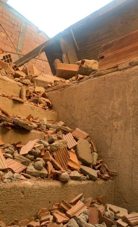 Equipe de resgate enfrentou grandes dificuldades para acessar local onde vítimas ficaram sob os destroços Foto: Reprodução