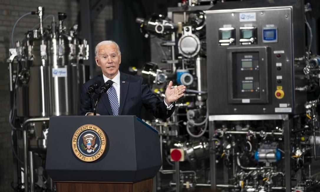 Presidente dos Estados Unidos, Joe Biden, durante uma visita à fábrica da Pfizer em Portage, no Michigan Foto: DOUG MILLS / NYT/10-2-21