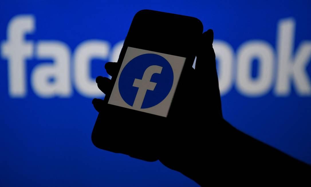 Europa e Reino Unido iniciam investigações para apurar se o Facebook atua de forma irregular, levando vantagem sobre concorrentes e sobre seus próprios anunciantes Foto: OLIVIER DOULIERY / AFP