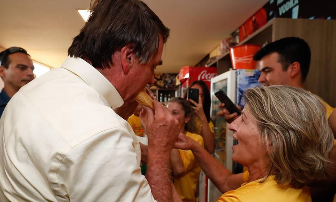Bolsonaro come pastel em Sorriso (MT) Foto: Alan Santos / Alan Santos/PR