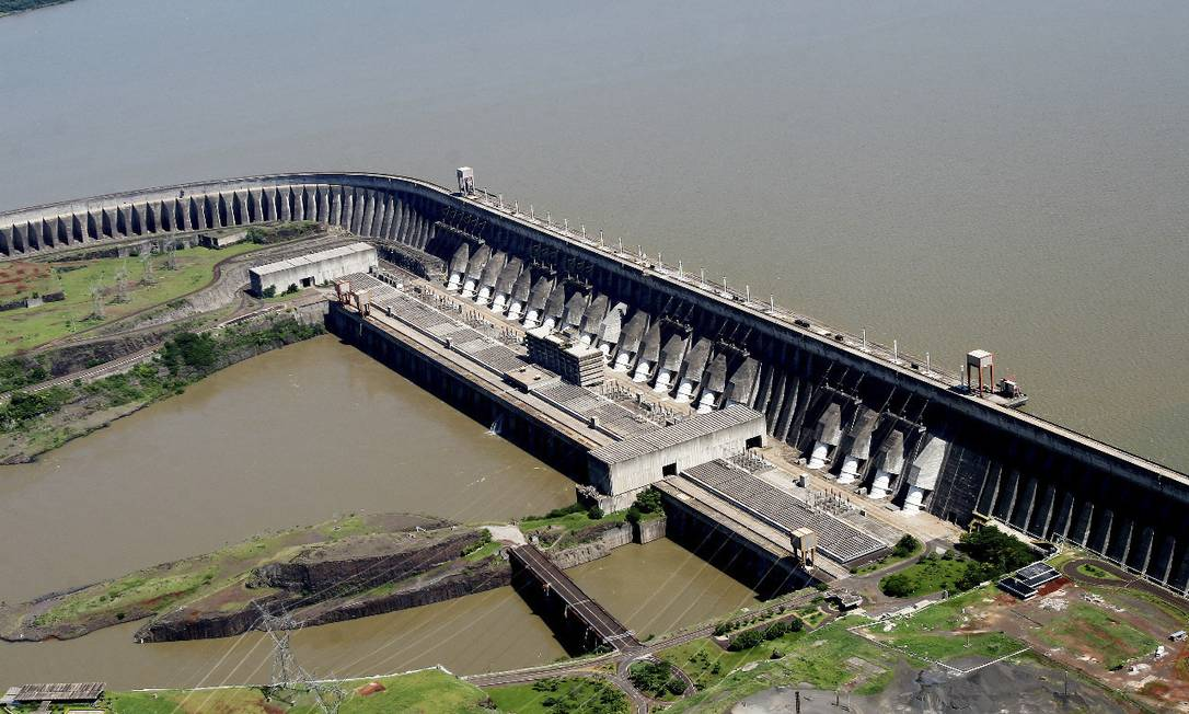 Itaipu está entre as hidrelétricas que têm barragem no rio Paraná. Climatologistas alertam que La Niña e desmatamento na Amazônia são desafios para enfrentar a crise hídrica Foto: Caio Coronel / Divulgação/28-5-2021