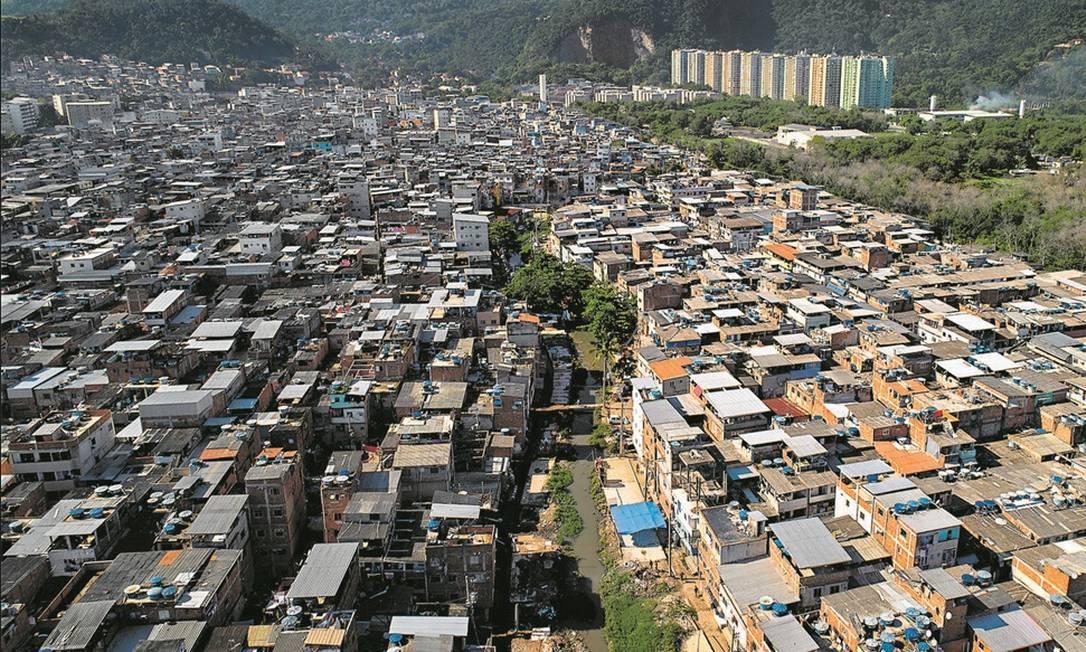 Tragédia anunciada. A favela de Rio das Pedras, onde prédio ruiu na quinta-feira: a preocupação é que construções ilegais continuem a avançar como na Muzema, que registrou 24 mortes em 2019 Foto: Brenno Carvalho / Agência O Globo