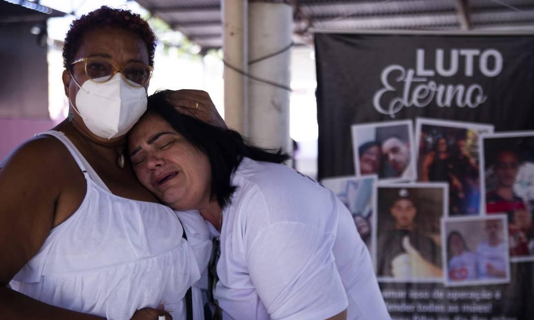 Adriana Santana de Araújo teve o filho Marlon Santana morto durante a ação do Jacarezinho Foto: Maria Isabel Oliveira / Agência O Globo
