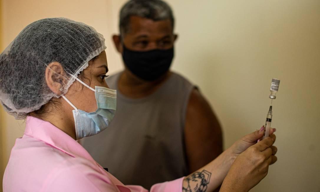 Vacinação: capital vai acelerar calendário nesta semana, a partir de segunda-feira (7) Foto: Hermes de Paula / Agência O Globo