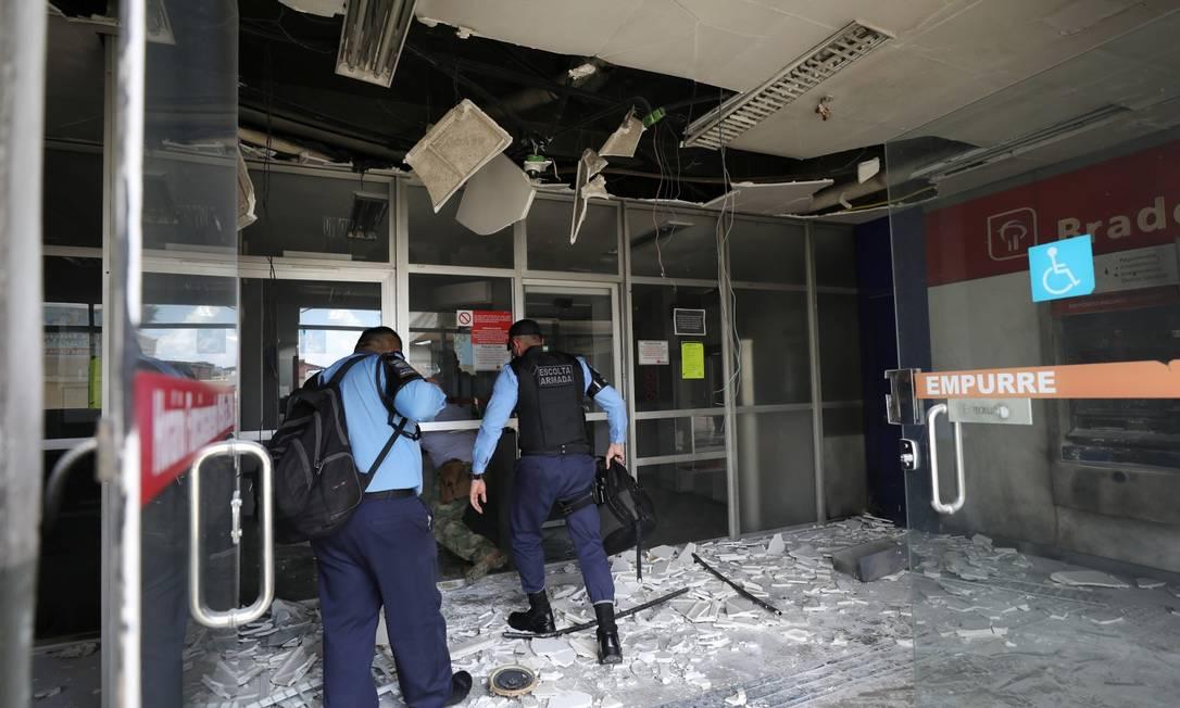 Criminosos incendiaram veículos e depredaram estabelecimentos em Manaus e cidades da região metropolitana Foto: BRUNO KELLY / REUTERS