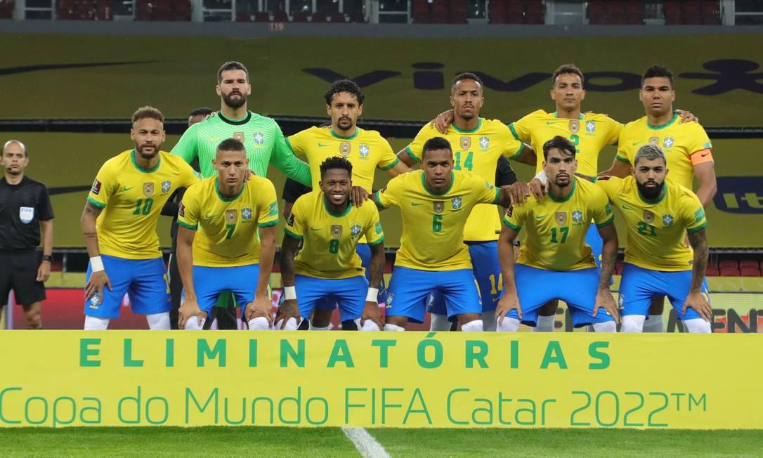 Jogadores da seleção preparam manifesto após jogo contra o Paraguai Foto: SILVIO AVILA/AFP