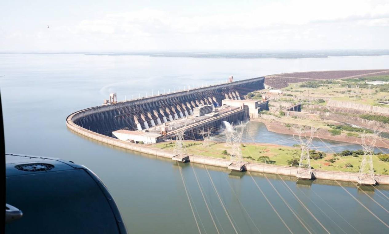 Usina Hidrelétrica binacional de Itaipu. A maior do mundo desde a inauguração, em 1984, até o ano de 2012, produz até 14.000 megawatts Foto: Alan Santos / PR