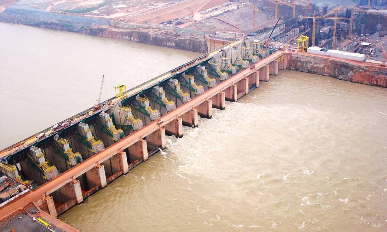No mersmo Rio Madeira, está a Usina Hidrelétrica de Santo Antônio, instalada no rio Madeira, em Porto Velho (RO). Ela tem capacidade para 3.568 MW Foto: Divulgação / Ibama