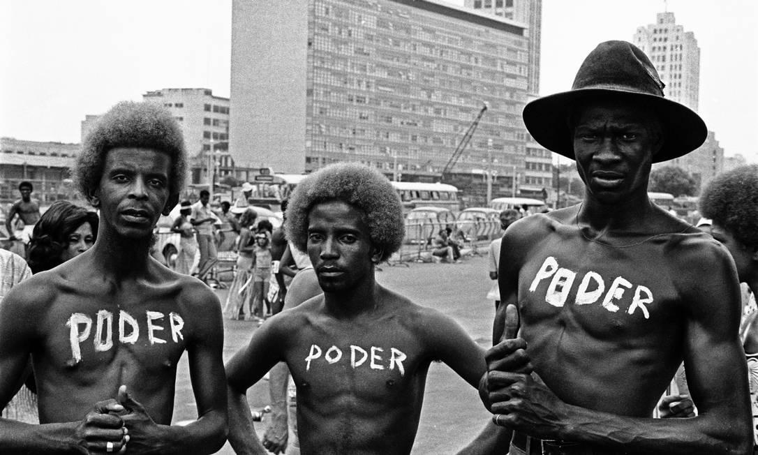 'Poder', foto feita por Carlos Vergara em 1972, no Cacique de Ramos Foto: Carlos Vergara