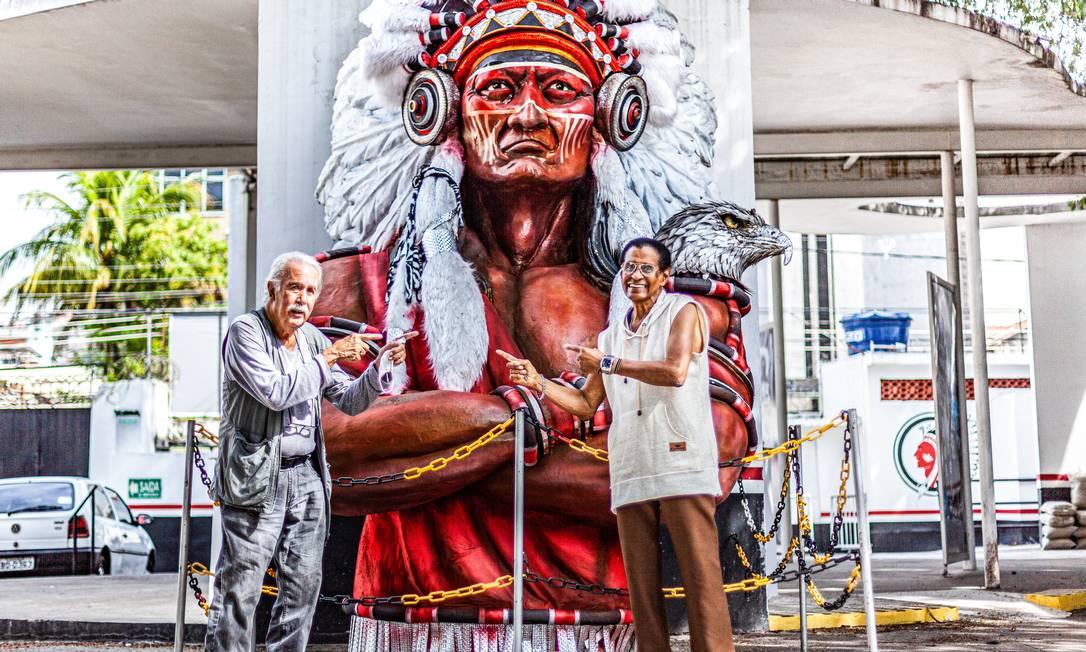 O encontro de Carlos Vergara com Bira Presidente na quadra do Cacique de Ramos Foto: Nil Caniné