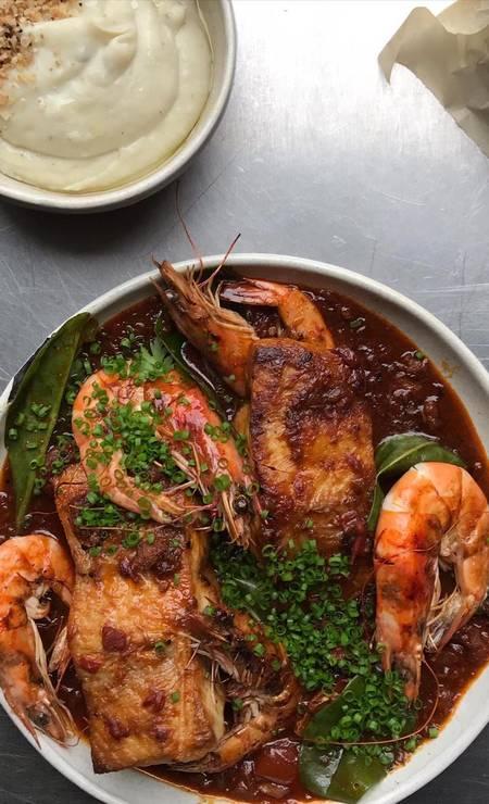 Caldeirada de camarões e peixe, no menu romântico do chef Pilotto Foto: Divulgação