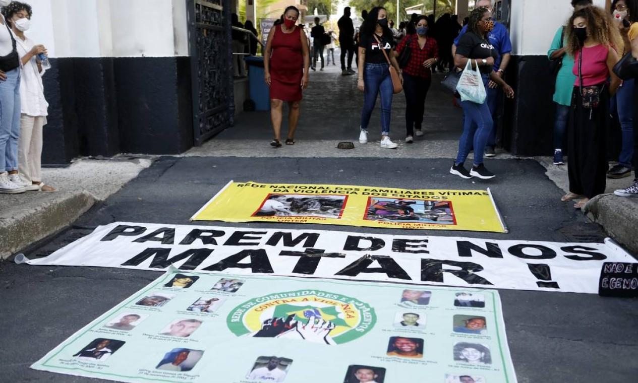 A dor da perda também motivou protesto pelas vidas perdidas em tiroteios entre a polícia e traficantes Foto: Luiza Moraes / Agência O Globo