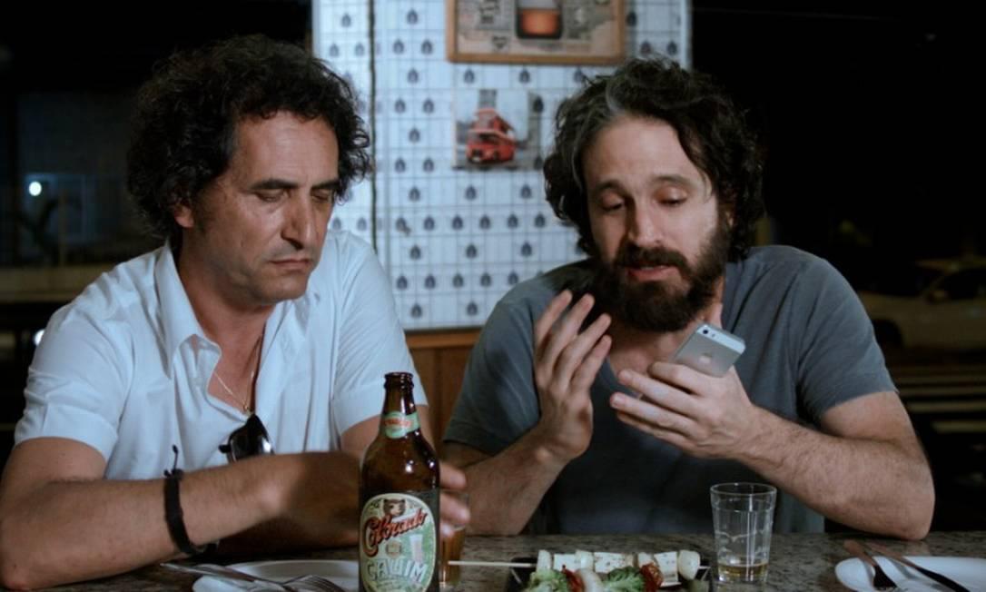 Eric Belhassen e Caco Cicloer em cena do filme 'AmarAção' Foto: Divulgação